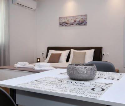 δίκλινο δωμάτιο με κουζίνα